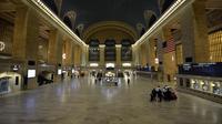 La gare centrale de New York, déserte, après l'évacuation des derniers voyageurs à l'approche de l'ouragan Sandy, le 28 octobre 2012 [Timothy A. Clary / AFP]