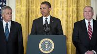 Le président américain Barack Obama entouré de John Brennan (àdroite) et de Chuck Hage (à gauche), le 7 janvier 2013 à Washington [Brendan Smialowski / AFP]