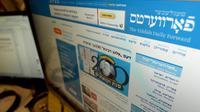 Le nouveau site web du magazine en yiddish Forverts, à New York, le 1er février 2013 [Stan Honda / AFP]