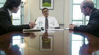 Le secrétaire américain à la Défense, Leon Panetta, lors d'une interview avec Jérôme Cartiller (g) et Dan De Luce (d), le 1er février 2013 au Pentagone, à Washington [Paul J. Richards / AFP]