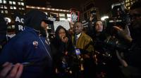 Sybrina Fulton (c) et Tracy Martin, la mère et le père de Trayvon Martin, le 26 février 2013 à New York [Emmanuel Dunand / AFP]