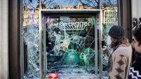 Les dégradations aux Champs-Elysées vues par les étrangers