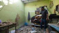 Un appartement touché par des éclats d'obus après une salve de missiles tirés par des rebelles chiites yéménites et interceptés, dans le quartier El-Hammam à Riyad (Arabie Saoudite), le 26 mars 2018 [FAYEZ NURELDINE / AFP]