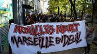Marche blanche à Marseille samedi 10 novembre 2018, en hommage aux 8 morts de l'effondrement deux immeubles vétustes, le 5 novembre 2018.  [CHRISTOPHE SIMON / AFP]