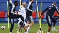 Le sélectionneur des Bleus Didier Deschamps dirige une séance d'entraînement, le 4 juillet 2018 à Istra [YURI CORTEZ / AFP]