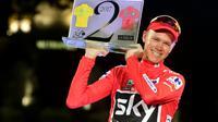 Le Britannique Chris Froome (Sky) soulève le trophée après avoir remporté la Vuelta, le 10 septembre 2017 à Madrid [JOSE JORDAN / AFP/Archives]