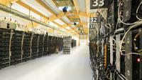 Des unités centrales d'ordinateur exécutant des algorithmes complexes permettant d'enregistrer une succession de transactions authentifiées et cryptées dans une fabrique de bitcoins, près de Reykjavik le 16 mars 2018  [Halldor KOLBEINS / AFP/Archives]