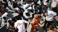 """Des migrants à bord de l'Aquarius après avoir été secourus par """"Medecins Sans Frontières"""" et """"SOS Mediterranée"""" le 25 mai 2016 au large de la Libye [GABRIEL BOUYS / AFP/Archives]"""
