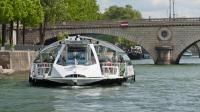 Batobus possède huit bateaux qui voguent sur la Seine sept jours sur sept, à partir de 10h du matin.