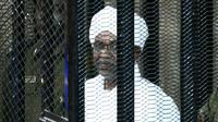 L'ex-président soudanais Omar el-Béchir au tribunal, à Khartoum, le 31 août 2019 [Ebrahim HAMID / AFP]