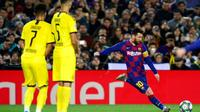 La star du Barça Lionel Messi (d) encore impressionnant face à Dortmund en Ligue des champions, le 27 novembre 2019 au Camp Nou de Barcelone  [PAU BARRENA / AFP]