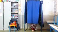 Bureau de vote dans une école de Kaweni à Mayotte où se déroulent dimanche des législatives partielles [ / AFP]