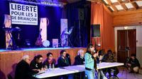 Réunion de soutien le 30 mai 2018 à La Roche-de-Rame en faveur des trois militants suisses et italien poursuivis pour aide aux migrants [JEAN-PIERRE CLATOT / AFP]