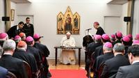 Le pape François rencontre des évêques à la nonciature apostolique à Tokyo le 23 novembre 2019 [Vincenzo PINTO                       / AFP]