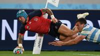 L'ailier du XV d'Angleterre Jack Nowell inscrit un essai lors du match contre l'Argentine au Mondial, le 5 octobre 2019 à Tokyo [CHARLY TRIBALLEAU / AFP]