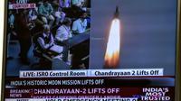 Capture d'image de la télévision indienne montrant le décollage de la mission lunaire Chandrayaan-2depuis le centre spatial Satish Dhawan, le 22 juillet 2019 à Sriharikota, dans le sud-est de l'Inde [Prakash SINGH / AFP]