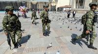 Des militaires patrouillent dans le centre de Bogota le 23 novembre 2019 [JUAN BARRETO                         / AFP]