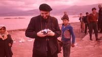L'abbé Pierre sur une plage du Liban
