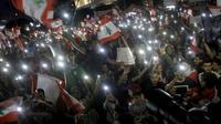 Des Libanais manifestent le 22 octobre 2019 à Beyrouth contre la classe politique, réclamant le départ de l'ensemble des dirigeants  [Mahmoud ZAYYAT / AFP]