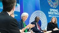 Photo fournie par le FMI montrant sa directrice générale Christine Lagarde (G) lors d'une conférence sur la corruption à Washington le 22 avril 2018 [Stephen Jaffe / INTERNATIONAL MONETARY FUND/AFP]