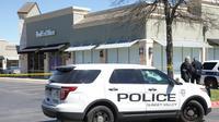 La police locale et le FBI enquêtent dans un centre de tri de la société de livrasion FedEx à Schertz (Texas, sud) où un colis piégé a explosé le 20 mars 2018 [SUZANNE CORDEIRO / AFP]