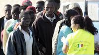Ces immigrés ont débarqué sur l'île de Lampedusa peu avant le pape François venu, le 8 juillet 2013 dénoncer le sort réservé aux clandestins  [Marcello Paternostro / AFP/Archives]