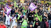 Des cheminots, des étudiants, des fonctionnaires manifestent à Paris le 13 avril 2018. [GERARD JULIEN / AFP/Archives]