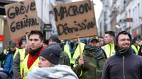 """Des """"gilets jaunes"""" défilent au Mans, le 12 janvier 2019 [Jean-François MONIER / AFP]"""
