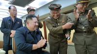 Le dirigeant Kim Jong Un supervisant l'essai d'une nouvelle arme, le 16 août 2019 en Corée du Nord (AFP PHOTO/KCNA VIA KNS) [KCNA VIA KNS / KCNA VIA KNS/AFP]