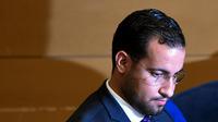 Alexandre Benalla a restitué ses passeports diplomatiques aux enquêteurs chargés des investigations sur leur utilisation controversée, selon le parquet de Paris.