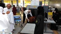 Des passagers à l'aéroport de Djeddah.