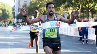 Morhad Amdouni a remporté le 20 km de Paris, en moins d'une heure.