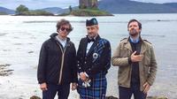 Le trio composé de Thomas Séraphine, Julien Cazarre et Sébastien Thoen s'envole pour l'Écosse dans un nouveau numéro des «Zozos migrateurs».