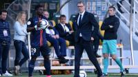 Serge Aurier a été mis à pied à titre conservatoire par le club de la capitale pour avoir insulté son entraîneur Laurent Blanc et plusieurs coéquipiers dans une vidéo.