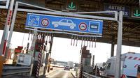 Les autoroutes seront-elles gratuites le week-end ? Manuel Valls le rejette.