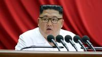 Le leader nord-coréen Kim Jong Un pendant une réunion du comité central du Parti des travailleurs, le 30 décembre 2019 à Pyongyang [KCNA / KCNA VIA KNS/AFP]
