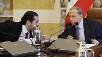 Le président libanais Michel Aoun (D) et le Premier ministre Saad Hariri lors d'un conseil des ministres le 5 décembre 2017, à Baabda, près de Beyrouth [JOSEPH EID / AFP]