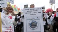 Des salariés français de Fagor Brandt manifestent à Nanterre, le 22 novembre 2013 [Jacques Demarthon / AFP/Archives]