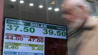 Les taux de changes affichés dans un bureau de change à Buenos Aires, le 3 septembre 2018 [Juan Mabromata / AFP]