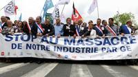 Jean-Luc Mélenchon dans la manifestation, le 22 juin 2019 à Belfort, contre le plan social de General Electric  [SEBASTIEN BOZON / AFP]