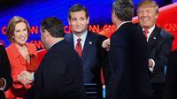 Les candidats à la primaire républicaine, Carly Fiorna, Chris Christie, Ted Cruz, Jeb Bush and Donald Trump  le 15 décembre 2015 à Las Vegas [ROBYN BECK / AFP]