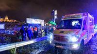 Des équipes de secours sur les bords du Danube après le naufrage d'un bateau de tourisme, le 29 mai 2019 à Budapest, en Hongrie [GERGELY BESENYEI / AFP]