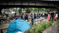 Un campement de migrants Porte de la Chapelle, le 9 juin 2017, dans le nord de Paris [GEOFFROY VAN DER HASSELT / AFP/Archives]
