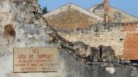 Plaque commémorative du massacre d'Oradour-sur-Glane, le 30 août 2013 [Thierry Zoccolan / AFP/Archives]