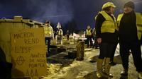 """Des """"gilets jaunes"""" rassemblés près du Mans, le 11 décembre 2018 [JEAN-FRANCOIS MONIER              / AFP/Archives]"""