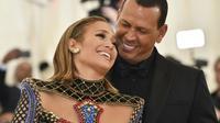 Jennifer Lopez (à gauche) et Alex Rodriguez, le 7 mai 2018 à New York [Hector RETAMAL / AFP/Archives]