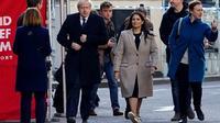 Le Premier ministre britannique Boris Johnson (g) et la ministre de l'Intérieur Priti Patel (d) arrivent sur les lieux d'un attentat qui a fait la veille deux morts, le 30 novembre 2019 à Londres  [Niklas HALLE'N / AFP]
