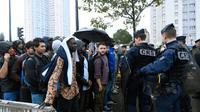 Opération d'évacuation de migrants par la police Porte de la Chapelle, dans le nord de Paris, le 18 août 2017 [Bertrand GUAY / AFP/Archives]