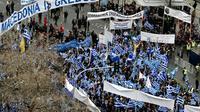 Des manifestants défilent à Athènes contre un compromis sur le nom de la Macédoine, envisagé par le gouvernement, le 4 février 2018 [LOUISA GOULIAMAKI / AFP]
