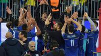 L'équipe de France de volley fête sa victoire lors de la demi-finale contre le Canada, le 7 juillet 2017 à Curitiba, au Brésil [NELSON ALMEIDA / AFP]